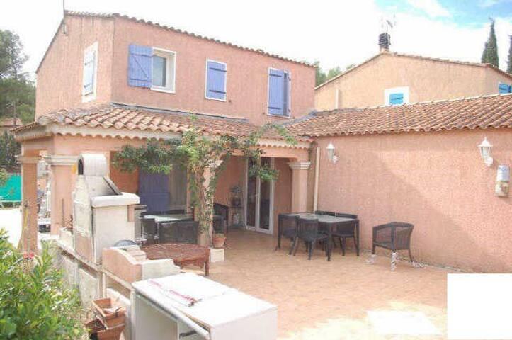 Maison av. vue sur la Ste Victoire proche Aix - Rousset - บ้าน