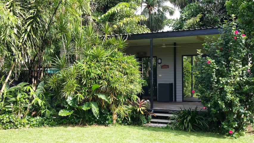 Little haven set in a tropical garden. - The Narrows - Ev