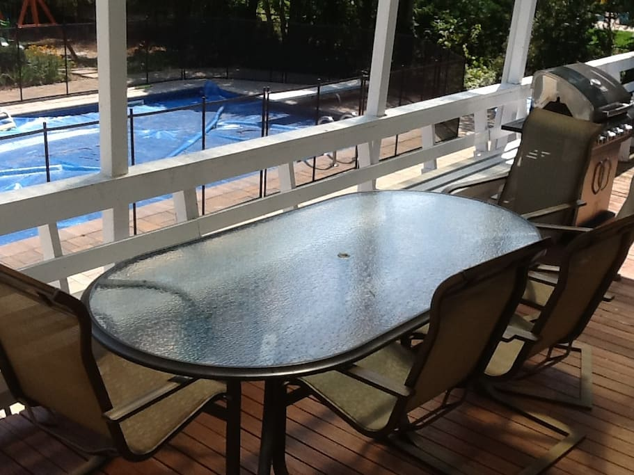Covered deck, patio table, BBQ