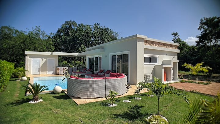 Modern & private tropical villa in gated community minutes from the beach