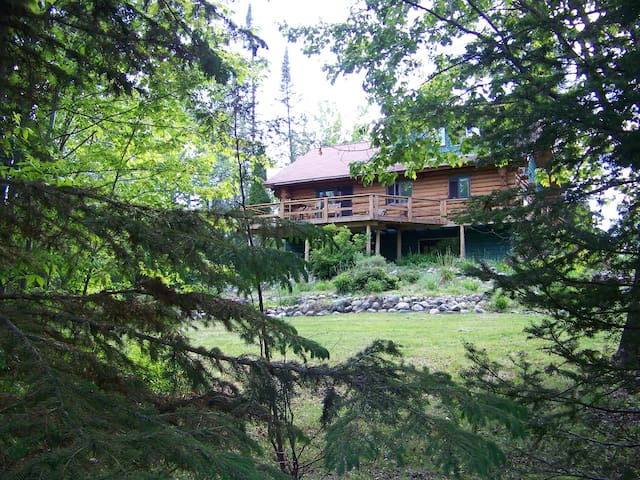 Northwoods Log Lodge on Milton Lake