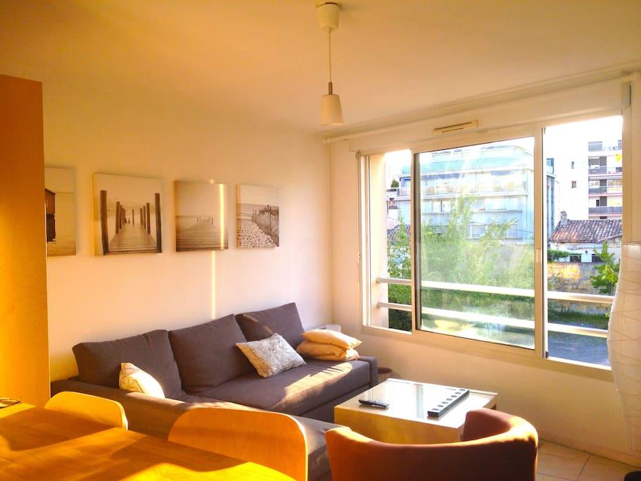 Lumineux t2 bordeaux bergoni appartements louer for Appartement bordeaux 40m2