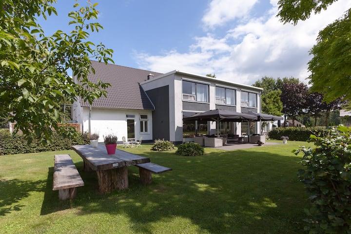Ruime en moderne villa in Teuge, vlakbij de Veluwe