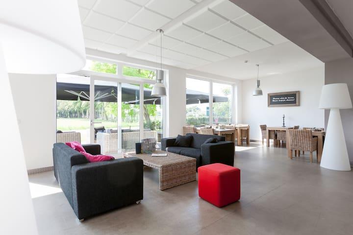Moderne villa exclusief voor 24 personen