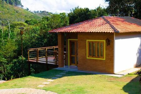 Casa na Cachoeira no Pq Nac do Caparaó - Araçari