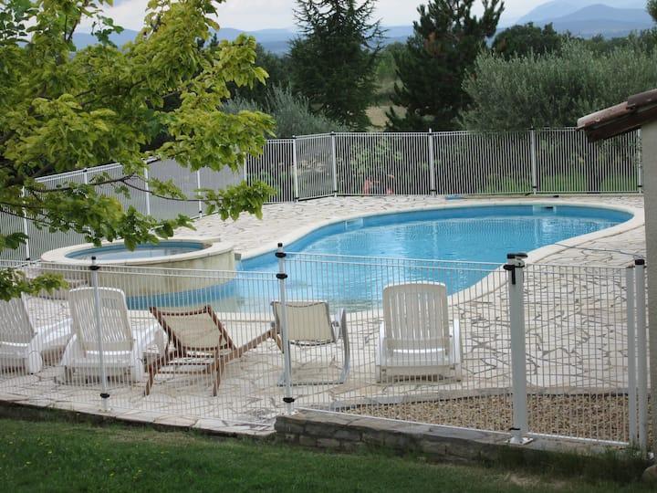 Maison Cévennes Gard 8p piscine jacuzzi animaux