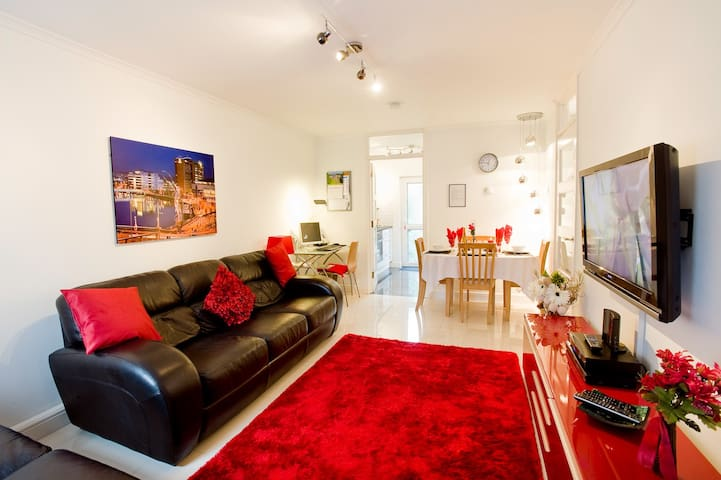 BELFAST CENTRAL SELF CATERING APARTMENT