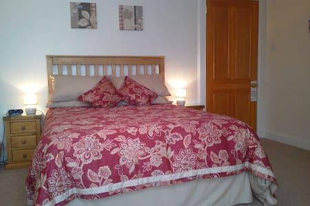 Double room with En-suite shower - Cupar