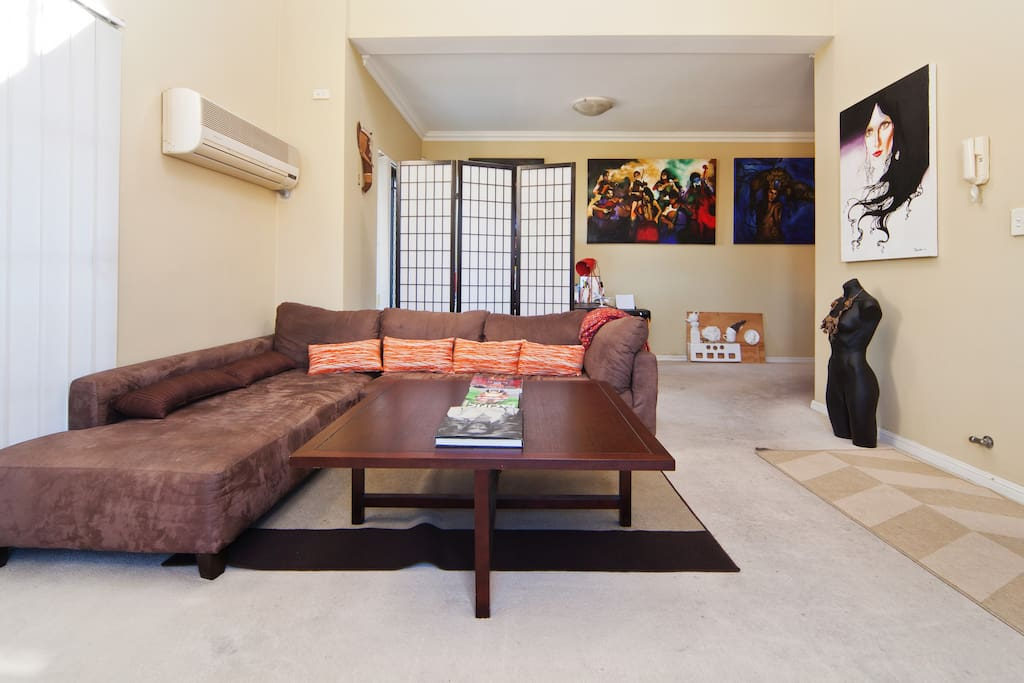 Living room with Japanese room divider *Please do not use air conditioning*