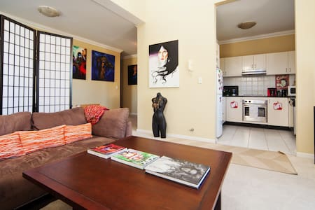 Charming Arty Apartment that's CENTRAL ! - Hurstville - Apartament