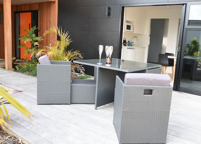 Brand new Ruakaka Beach Apartment
