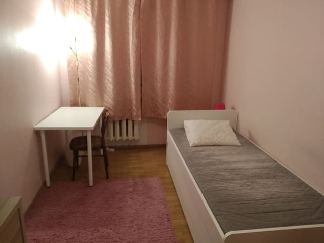 Room 6 km from city center and free parking (nr 3)