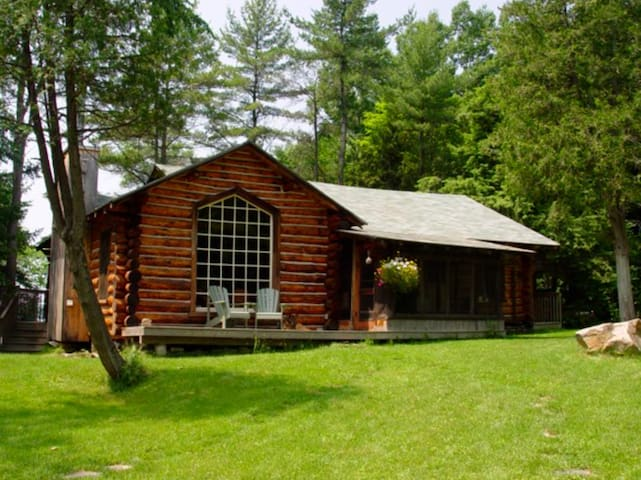 Lake Muskoka Log Cabin - Bracebridge - House