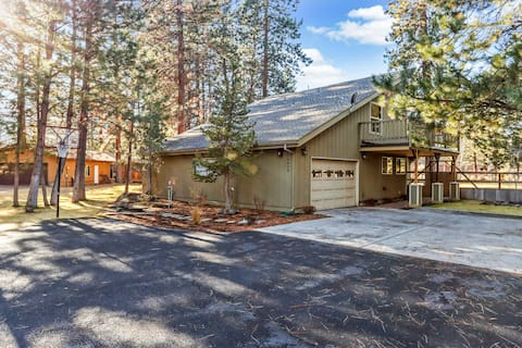 Modern Cabin with Shared Pool & Tennis, WiFi, Firepit, and Private Washer/Dryer!