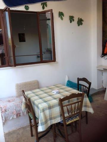 Little house( not on the prairie) - Poros - Apartment
