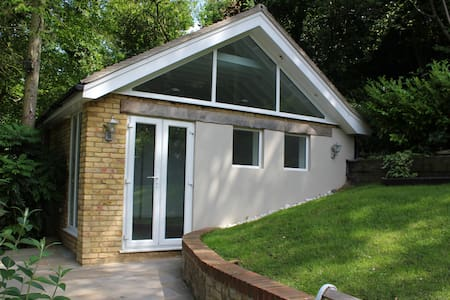 Rickmansworth - Unique Self-Contained Studio - Rickmansworth