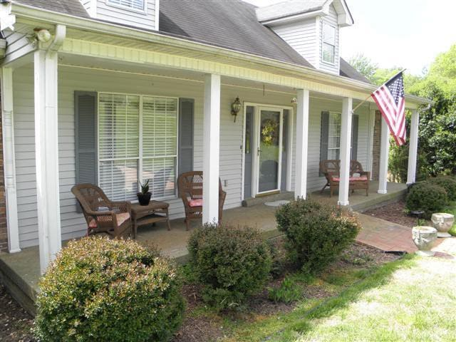 Quiet-Culdesac, North of Nashville - Cottontown - House