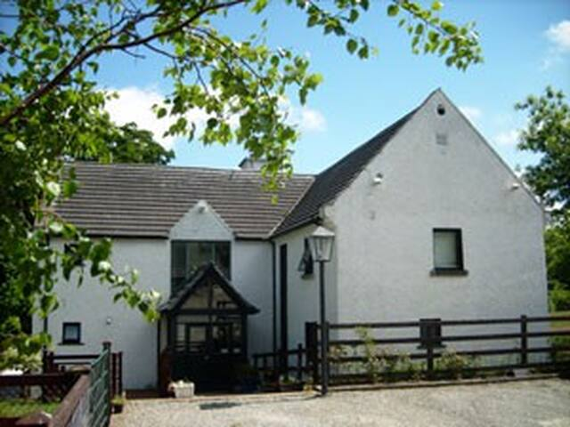 Lovely room in quiet country estate - Enniskerry - Casa