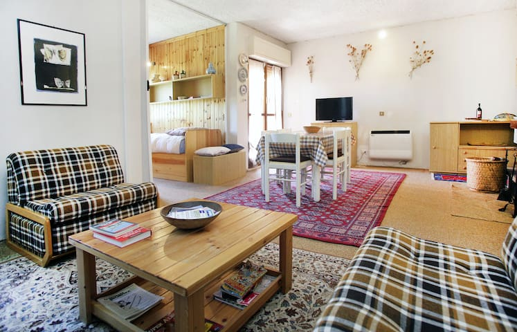 * charming flats@the mountains * up to 9 sleeps - lucoli - Lejlighed