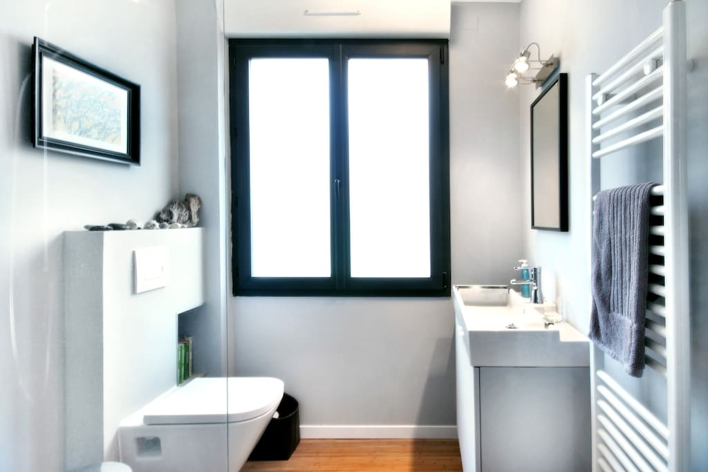 """Eva: """"The bathroom, with a beautiful shower, is equipped with everything you need and there is also a first aid kit!"""