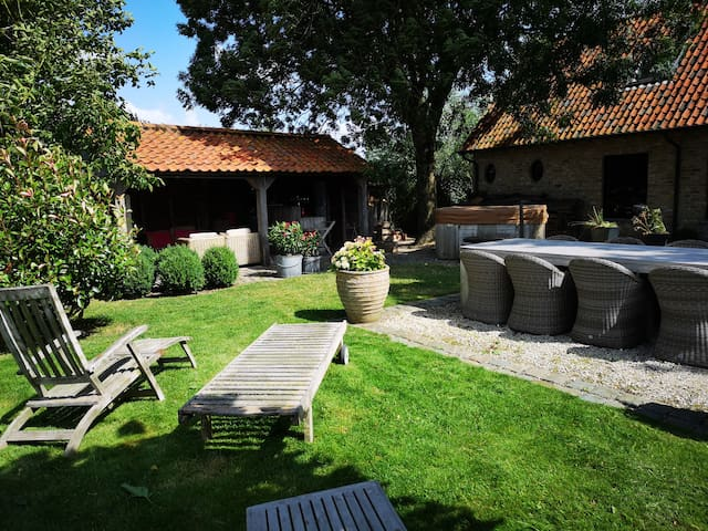 Casa Leone near Bruges      (with private parking)