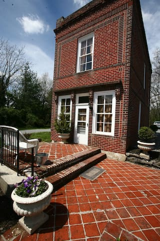Quaint 4 level Gardner's Cottage - Richmond - Casa