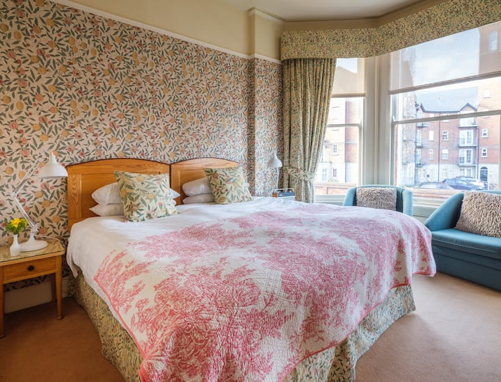 Ravenhill House luxury b&b in Ormeau - king