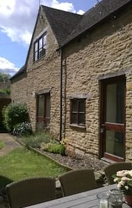 Spacious 1 Bedroom Cotswold Cottage - Huis