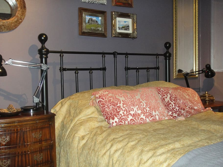 Cosy Double Room, Perfect for Visitors, Walkers, Adult Language Students, and Locum Doctors