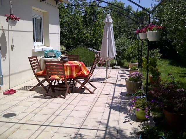 chambre + petit déjeuner - Roquemaure - 家庭式旅館