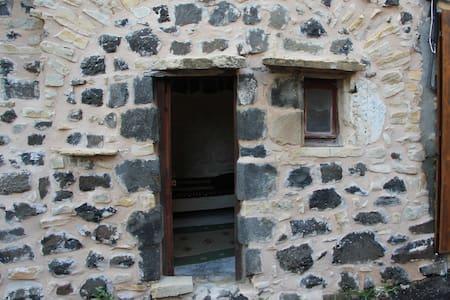 Room inside the citadelle - Mirabel - Bed & Breakfast - 1