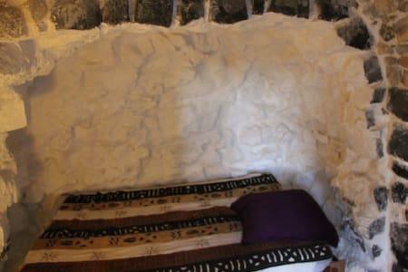 Room inside the citadelle - Mirabel - Bed & Breakfast - 2