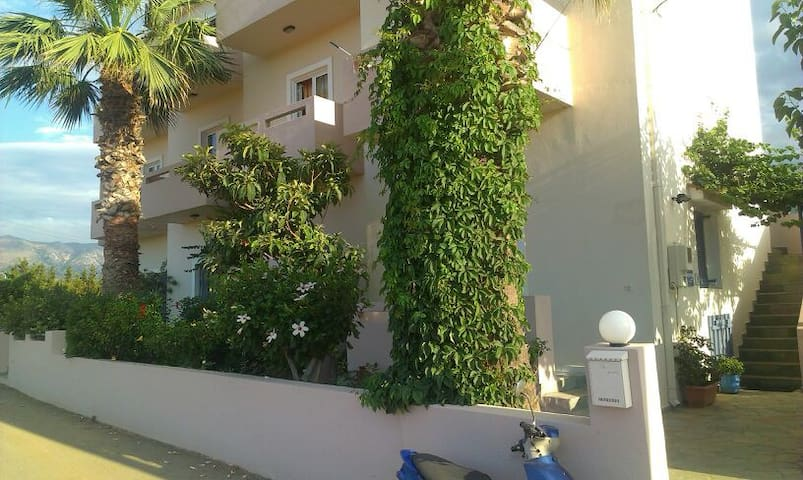 Appartment close to the beach - Μάλια