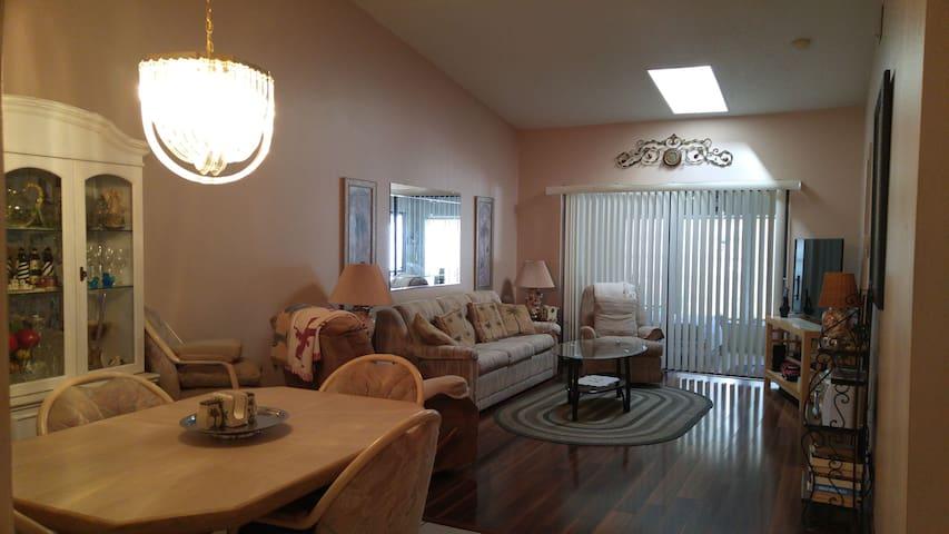 Cozy villa (2024) in Sunny Clearwater, Forida