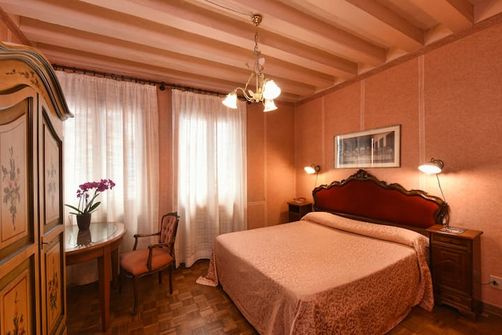 Flat at 2 minutes only from San Marco square