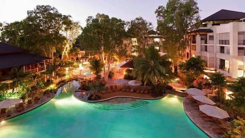 Luxury one bed Apt 326: Sea Temple Resort & Spa