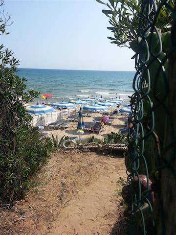 Casetta pescatori  sulla spiaggia  - letti singoli