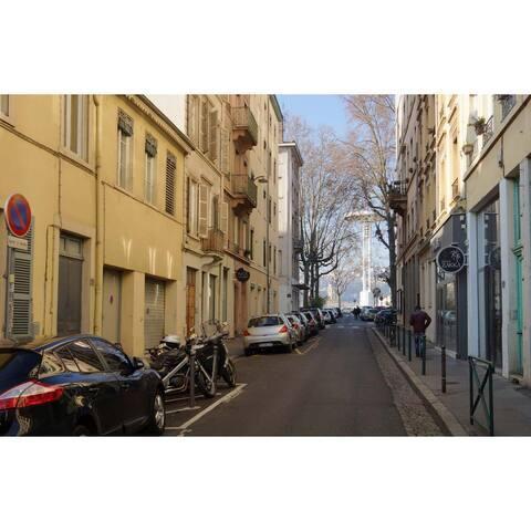 A pied, autour du 15 rue d'Aguesseau