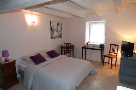Chambre accueillante  à la campagne - Saint-Pierre-Roche
