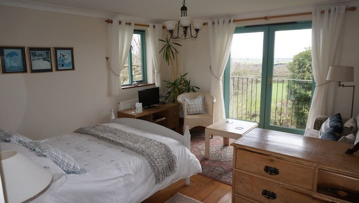 Deluxe Double Room, ensuite, sofabed & Balcony