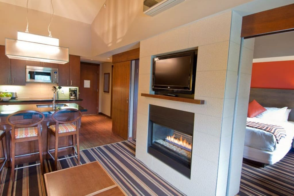 Retreat back to this cozy 1 Bedroom Suite.