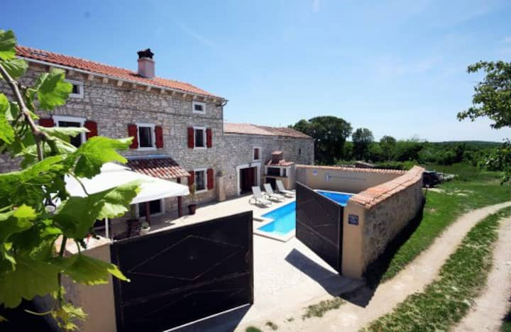 Holiday house with pool in Istria.
