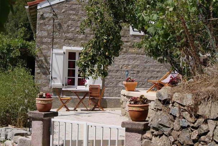 maison dans village a ZEVACO