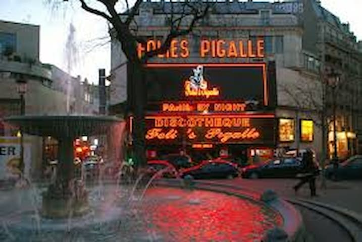 Place Pigalle nuit