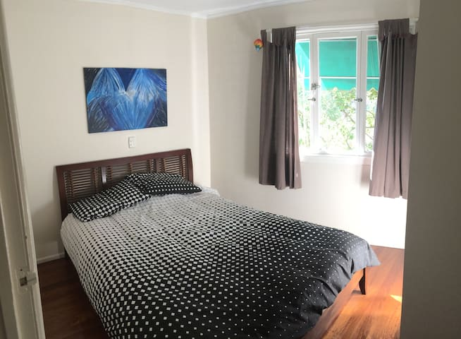 Private double room close to train - Taringa