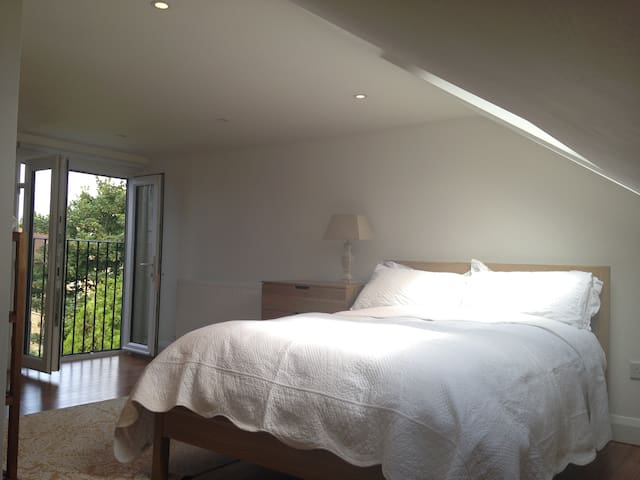 En-suite loft  SW London - 5 stars - London  - House