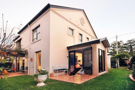 Your away home, sleeps 8 easily... - Rangeville - House