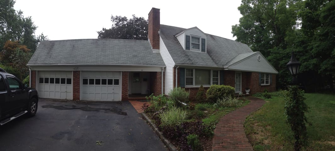 4 Bedroom House in Morris Township - Morris Plains - Hus