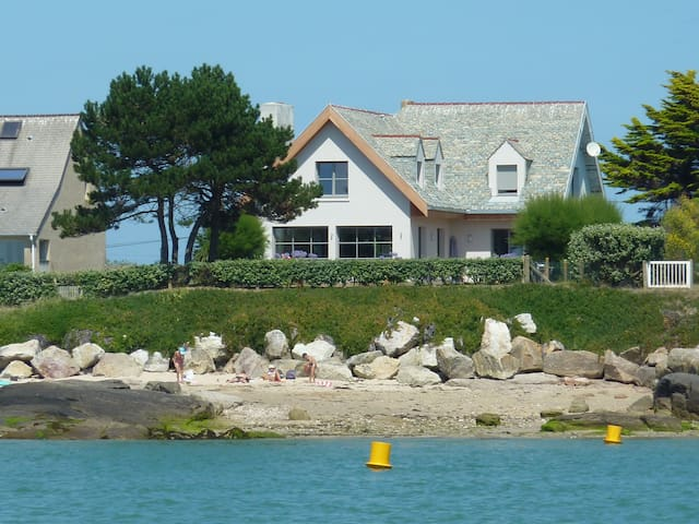 Normandy, large house by the sea - Réville - House