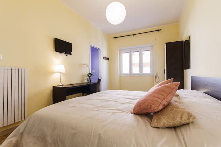 Large double room ensuite bathroom with safe,soundproof windows, Flat TV, internet wifi, Aircon,double bed in memory foam for the best sleep
